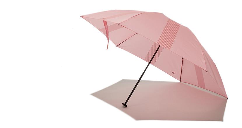 ポータブル カーボン アンブレラ テクノロジー DAIWAの折りたたみ傘が売り切れ続出らしいけどモンベルなら半額で手に入るよ